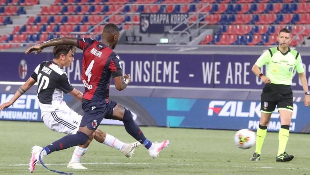 Il gol di Paulo Dybala contro il Bologna. Ansa